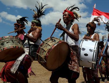 Melihat Upacara Penyambutan di Desa Oebelo NTT