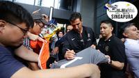 Kiper Paris Saint-Germain, Gianluigi Buffon, mendapat sambutan meriah saat tiba di Singapura. Buffon bersama PSG rencananya akan menjalani laga International Champions Cup 2018. (dok. ICC)