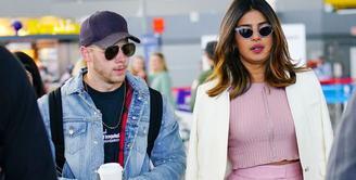 Nick Jonas dan Priyanka Chopra tertangkap tengah bersama di JFK airport. (Getty Images - Cosmopolitan)