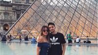 Kezia Toemion dan Bambang Aditya Trihatmanto, saat liburan di Paris. (dok.Instagram @keziatoemion/https://www.instagram.com/p/BWOgCAxgNHM/Henry
