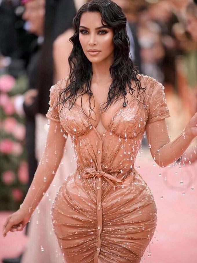 e0ff4066ab Pembelaan Trainer Kim Kardashian Soal Pinggang Ramping di Met Gala ...
