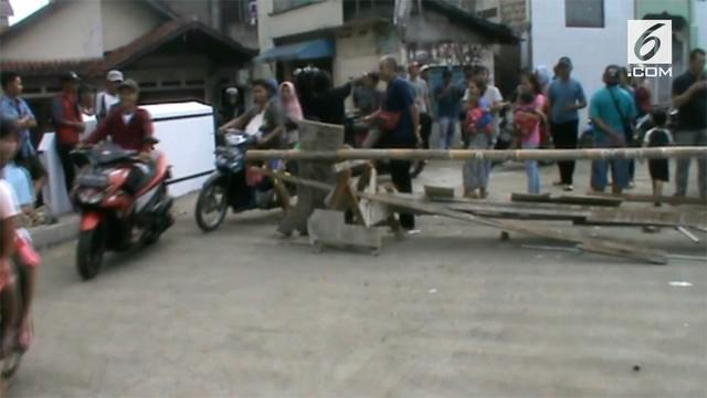 Tim Jaguar Depok membubarkan Orms yang menutup akses salah satu jalan di Kota Depok. Ormas tersebut menggunakan jalan tersebut sebagai terminal bayangan