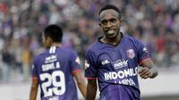 Pemain Persita Tangerang, Ricky Kayame, saat melawan PSM Makassar pada laga Shopee Liga 1 di Stadion Sport Center Tangerang, Jumat, (6/3/2020). Kedua tim bermain imbang 1-1. (Bola.com/M Iqbal Ichsan)