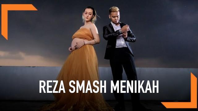 Personel SMASH, Reza muncul dengan kabar bahagia. Ia ternyata sudah menikahi kekasihnya bernama Fabiola pada September 2018 dan kini tengah bersiap menjadi bapak.