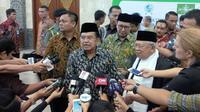 Wapres Jusuf Kalla (JK) saat menghadiri International Summit of the Moderate Islamic Leaders yang diselenggarakan PBNU. (Liputan6.com/Nafiysul Qodar)