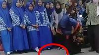 Guru hancurkan alat make up siswi SMP (twitter: @azkaduttt)