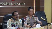 Kapolres Garut AKBP Budi Satria Wiguna dan Wakil Bupati Helmi Budiman (Liputan6.com/Jayadi Supriadin)
