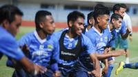 Skuat Persib Bandung menjalani tes fisik di Stadion Gelora Bandung Lautan Api (GBLA). (Foto: MO Persib)