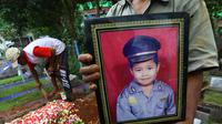 Meninggalnya Renggo Khadafi menyisakan duka mendalam bagi keluarga. Terlebih, meninggalnya siswa kelas V SDN 09 Makasar Pagi, Jakarta Timur itu diduga lantaran penganiayaan kakak kelasnya SY.