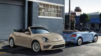 Volkswagen melucurkan versi pamungkas yaitu VW Beetle Final Edition SE dan SEL di ajang Los Angeles Auto Show 2018 yang digelar di Los Angeles, Amerika Serikat, 30 November-9 Desember 2018. (Carscoops)