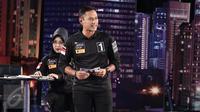 Cagub nomor 1, Agus Harimurti Yudhoyono memaparkan visi misi pada debat perdana Cagub DKI Jakarta di Bidakara, Jakarta, Jumat (13/1). (Liputan6.com/Faizal Fanani)