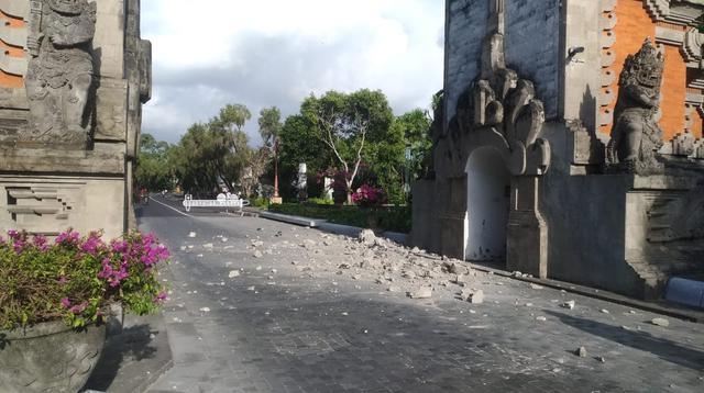 Sejumlah bangunan dilaporkan mengalami kerusakan imbas gempa Magnitudo 5,8 yang mengguncang Bali. (Liputan6.com/ Dewi Divianta)
