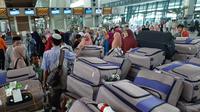 Warga yang hendak berangkat umrah di Bandara Soekarno Hatta, Kamis (27/2/2020). (Liputan6.com/ Pramita Tristiawati)