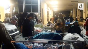 Kuatnya gencangan gempa Situbondo membuat semua pasien sebuah rumah sakit swasta di Surabaya diungsikan keluar rumah sakit.