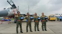 Panglima TNI, Kapolri, KSAD, KSAL, berpakaian pilot tempur di Halim Perdana Kusuma, Rabu (20/12/2017). (Liputan6.com/Nanda Perdana Putra)