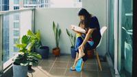 Sherina Munaf mengunggah potret salah satu sandalnya yang copot (Dok.Instagram/@sherinnasinna/https://www.instagram.com/p/B_w1NHmhHu-/Komarudin)