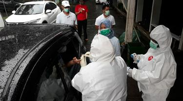 Rapid test virus corona Covid-19 di GOR Bogor secara drive thru