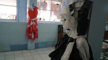 Gaun Limbah Plastik Karya Napi