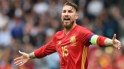 Sergio Ramos tak dipanggil ke Timnas Spanyol lantaran masih berjuang dengan pemulihan cedera yang dialami. Hingga hari ini, dirinya juga belum pernah tampil di klub barunya, Paris Saint-Germain. (AFP/Nicolas Tucat)