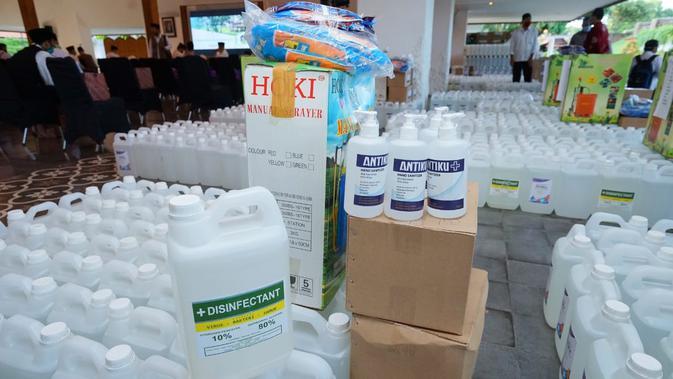 Siap Hadapi 'New Normal', Banyuwangi Bagi Hand Sanitizer dan Disinfektan ke Pelayanan Publik