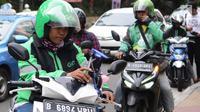 Pengemudi ojek online menunggu penumpang di Jakarta, Selasa (19/3). Kementerian Perhubungan (Kemenhub) memastikan aturan ojek online sudah ditandatangani pada 11 Maret 2019. (Liputan6.com/Herman Zakharia)