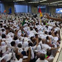 Pada Hari Tasyrik, jamaah haji Indonesia melanjutkan prosesi ibadah haji, yakni melempar jumrah. (AP Photo / Khalil Hamra)