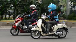 Konvoi komunitas motor dalam kegiatan Millennial Road Safety Festival di Jakarta, Sabtu (16/3). Kegiatan ini bentuk gerakan moral atas kepedulian dan tanggung jawab bersama mencegah banyaknya korban akibat kecelakaan lalu lintas. (merdeka.com/Imam Buhori)
