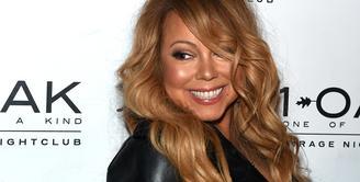 Putus dari seorang milyarder sudah tak membuat Mariah Carey galau lagi. Saat ini Mariah sudah siap move on, meskipun tetap menyimpan cincin tunangannya itu. (AFP/Bintang.com)