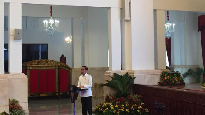 Presiden Joko Widodo atau Jokowi meresmikan pengoperasian Palapa Ring di Istana Negara Jakarta, Senin (14/10/2019). (Liputan6/Lizsa Egeham)