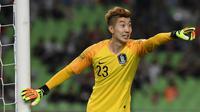 6. Jo Hyeon-woo (Korea Selatan) - 13 kali penyelamatan. (AFP/Jung Yeon-Je)