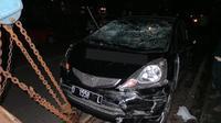 Honda Jazz yang terlibat tabrakan di Bandung. (Liputan6.com/Okan Firdaus)