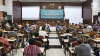 Sejumlah Capim KPK mengikuti tes psikologi di Pusdiklat Kemensetneg, Jakarta, Minggu (28/7/2019). Dalam tes psikologi ini diikuti oleh 104 peserta setelah melalui proses seleksi pada tes administrasi.( Liputan6.com/Herman Zakharia)