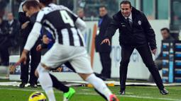 Angelo Alessio kemudian diajak Antonio Conte untuk membantunya di Sienna pada 2010. Sejak saat itu, Conte selalu membawanya ke tempat di mana dia berkarier semisal Juventus, Timnas Italia, hingga Chelsea. (Foto: AFP/Guiseppe Cacace)