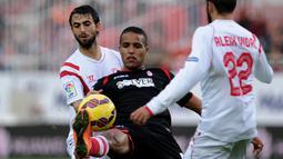 Youssef El Arabi. Pemain kelahiran Prancis ini lebih memilih memperkuat Timnas Maroko di level Intenasional. Di La Liga ia telah mencetak 44 gol untuk Granada pada musim 2012/13 hingga musim 2015/16 dengan penampilan sebanyak 130 kali. (AFP/Cristina Quicler)