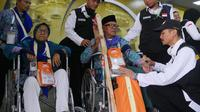 Jemaah haji Indonesia yang memakai kursi roda. Foto: Darmawan/MCH