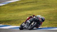 Aksi pembalap Ducati Corse, Jorge Lorenzo pada tes pramusim MotoGP 2018 di Sirkuit Buriram, Thailand. (Twitter/MotoGP)