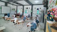 Simulasi belajar di sekolah di Surabaya, Jawa Timur pada Senin, 3 Agustus 2020. (Foto: Liputan6.com/Dian Kurniawan)