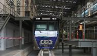 Bagian kepala kereta Mass Rapid Transit (MRT) melintas di Depo MRT Lebak Bulus, Jakarta. (Liputan6.com/Arya Manggala)