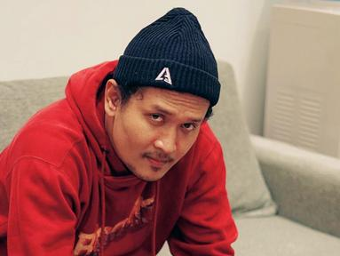 Dono Pradana baru-baru ini sedang trending dalam media sosial. Pasalnya konten 'Bondo Wani' yang ia pandu dalam konten YouTube milik Majelis Lucu Indonesia memasuki trending di YouTube. Konten yang mengulik mengenai Crazy Rich Surabaya ini pun saat ini masih trending. (Liputan/IG/@donopradana)