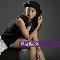 Sejak mulai debut di dunia hiburan pada 1999, Acha Septriasa memang berteman dengan semua kalangan. Aktris yang sangat ramah ini tampaknya lebih banyak menghabiskan waktu dengan keluarga kecilnya. (Bambang E. Ros/Bintang.com)
