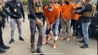 Pencuri dengan modus menyamar seperti anggota kelurahan ditangkap polisi. (Liputan6.com/Ady Anugrhadi)