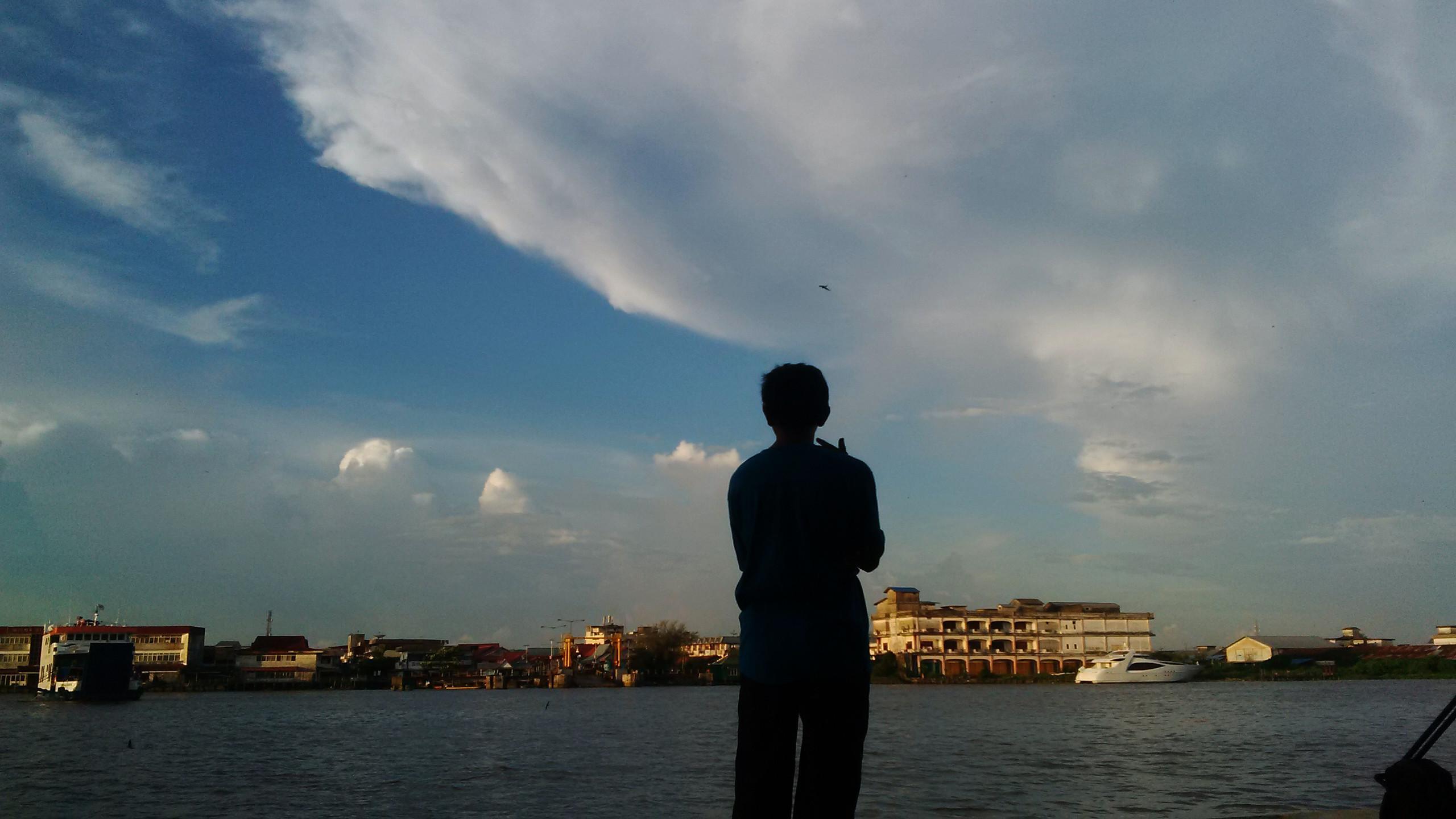 Suasana dan aktivitas pagi di pinggiran Sungai Kapuas, Pontianak, Kalimantan Barat. (Liputan6.com/Raden AMP)