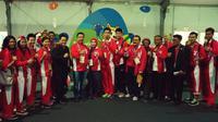 Menpora Imam Nahrawi berpose bersama tim bulutangkis Indonesia yang akan bertanding pada Olimpiade Rio de Janeiro 2016 di perkampungan atlet, Minggu (7/8/2016). (Twitter)