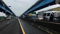 Suasana kemacetan di Tol Cikampek arah Jakarta. (TMC Polda Metro Jaya)