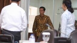 Presiden Joko Widodo saat tiba Kantor Presiden untuk menggelar rapat terbatas, Jakarta, Selasa (26/5/2015). (Liputan6.com/Faizal Fanani)
