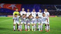 Para pemain Persija Jakarta foto bersama sebelum melawan Johor Darul Ta'zim pada laga AFC Cup di Stadion Hassan Yunos, Johor, Rabu (14/2/2018). JDT menang 3-0 atas Persija. (Media Persija)