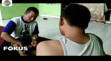 Hasymi Munahar, tukang pijit keliling di Mojokerto, Jawa Timur, jadi calon legislatif. Ia beri layanan pijat gratis untuk galang dukungan.