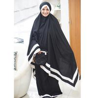 Mukena cantik yang dipakai selebriti. (sumber foto: @shireensungkar/instagram)