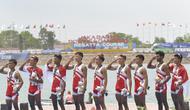 Tim dayung Indonesia menyanyikan lagu Indonesia raya pada Asian Games di JSC Lake Jakabaring, Sumatera Selatan, Jumat (24/8/2018). Tim dayung persembahkan emas ke sembilan untuk Indonesia. ANTARA FOTO/INASGOC/Nova Wahyudi/nym/18