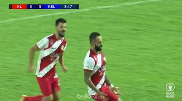 Striker Kuala Lumpur FA, Guilherme De Paula melakukan selebrasi menari setelah mencetak dua gol. Namun, rekannya tak tergoda untuk ikut bergoyang. This video is presented by Ballball.